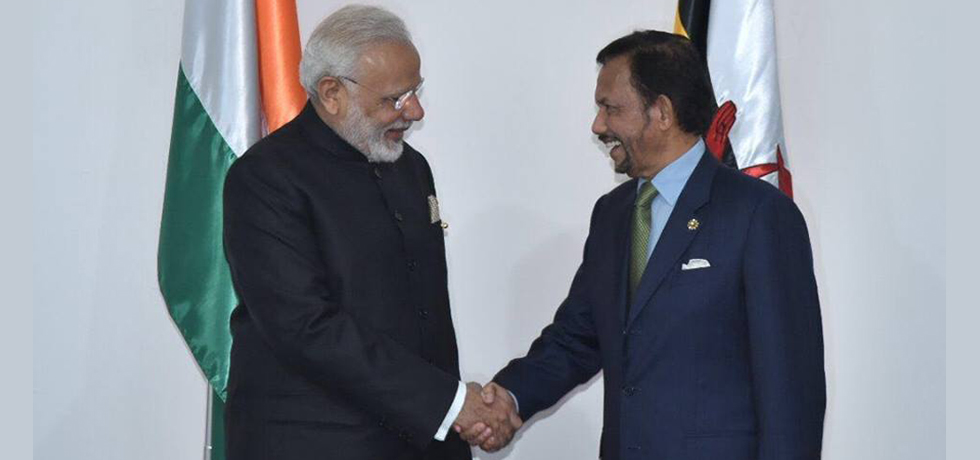 His Excellency Shri Narendra Modi, Prime Minister of India, met with His Majesty the Sultan and Yang Di-Pertuan of Brunei Darussalam in Manila on Tuesday, 14 November 2017 on the sidelines of East Asia Summit 2017.