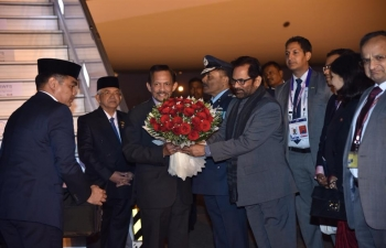 The Sultan of Brunei Darussalam arrived at the Palam airport and received by Minister for Minority Affairs Shri Mukhtar Abbas Naqvi. His Majesty is in India for the India ASEAN Commemorative Summit.