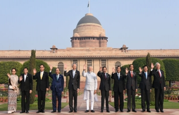 Prime Minister Shri Narendra Modi in a group photograph with ASEAN Heads of State/Governments at Rashtrapati Bhawan in New Delhi on 25 January 2018.