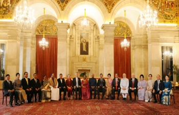 President Ram Nath Kovind and PM Narendra Modi with ASEAN Heads of State/Governments, their spouses and ASEAN Secretary General to mark the 25th year of the ASEAN-India partnership.
