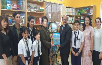 Presentation of books to Seri Mulia Sarajana International School, Brunei by the High Commissioner